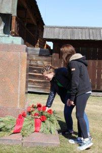Возложение цветов к памятнику В.И.Ленина.